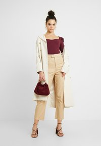Missguided - HIGH WAISTED TROUSERS - Kangashousut - beige - 2