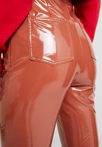 Missguided - HIGH WAISTED TROUSERS - Bukse - brown - 6