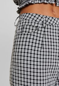 Missguided - CIGARETTE TROUSER - Trousers - black - 5
