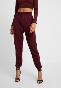 Missguided - 2 PACK BASIC JOGGERS - Joggebukse - grey/burgundy - 1
