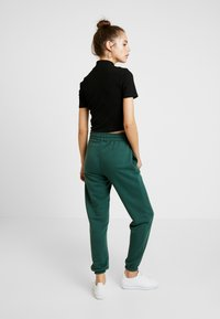 Missguided - 2 PACK BASIC JOGGERS - Tracksuit bottoms - black/green - 2