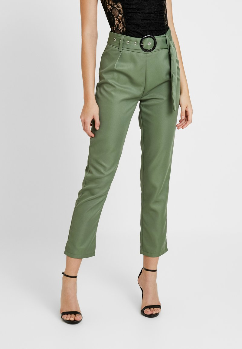 Missguided - BELTED HIGH WAISTED CIGARETTE TROUSERS - Kalhoty - green