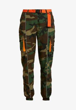 CONTRAST CAMO PANEL TROUSER - Cargo trousers - khaki