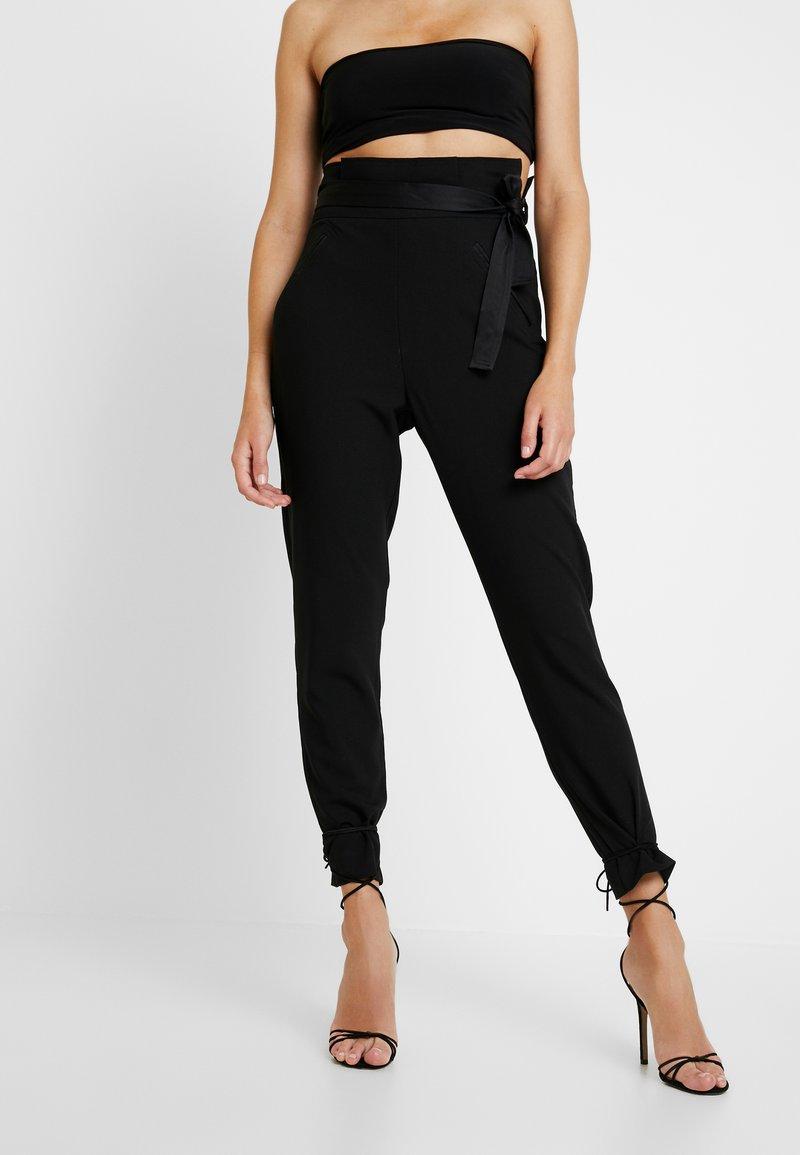 Missguided - FRIDAY PAPER BAG TIE WAIST CIGARETTE TROUSERS - Pantalones - black