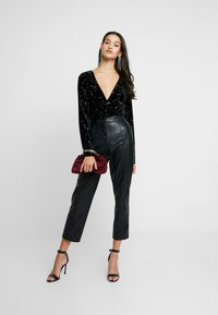Missguided - LIGHT MAGIC STAR PLUNGE WRAP BODYSUIT - Top s dlouhým rukávem - black - 1