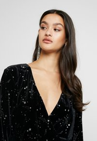 Missguided - LIGHT MAGIC STAR PLUNGE WRAP BODYSUIT - Top s dlouhým rukávem - black - 3