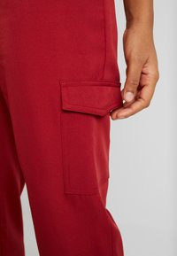 Missguided - POCKET UTILITY TROUSERS - Pantalon classique - red - 4