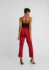Missguided - POCKET UTILITY TROUSERS - Pantalon classique - red - 3
