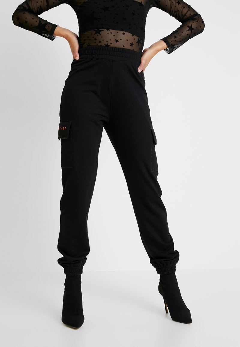 Missguided - JORDAN LIPSCOMBE EMBROIDERED JOGGER - Trainingsbroek - black