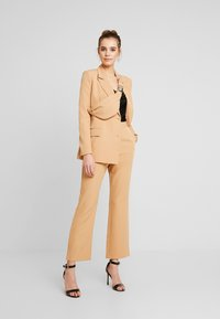 Missguided - TAILORED TROUSER  - Bukse - camel - 2