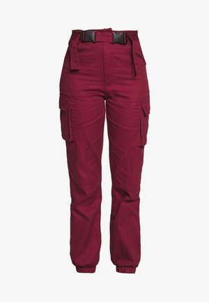 DOUBLE BUCKLE DETAIL TROUSER - Kapsáče - burgundy