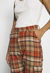 Missguided - CHECKED HIGH WAISTED CUFFED JOGGERS - Bukse - orange - 3