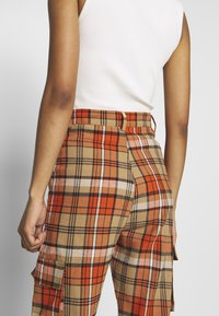 Missguided - CHECKED HIGH WAISTED CUFFED JOGGERS - Bukse - orange - 5