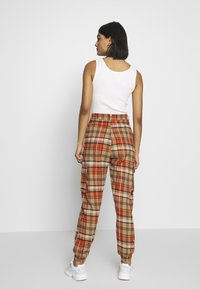 Missguided - CHECKED HIGH WAISTED CUFFED JOGGERS - Bukse - orange - 2