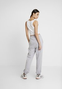 Missguided - BASIC JOGGER - Pantalon de survêtement - grey - 3