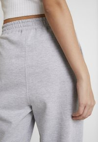 Missguided - BASIC JOGGER - Pantalon de survêtement - grey - 4
