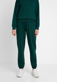 Missguided - BASIC JOGGER - Pantalones deportivos - green - 0