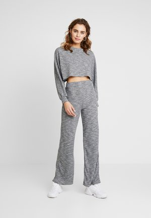 CROPPED BATWING WIDE LEG SET - Maglione - grey