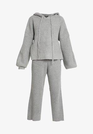 PREMIUM OVERSIED STEP AND CULLOTTE - Pantalon de survêtement - grey
