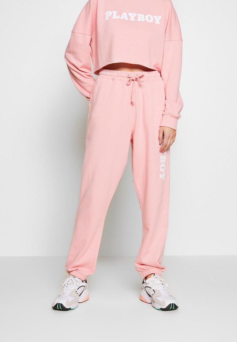 Missguided - PLAYBOY LOUNGE PANTS - Pantalon de survêtement - pink