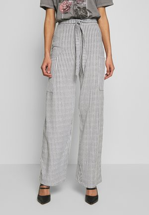 POCKET DETAIL BELTED HIGH WAISTED WIDE LEG TROUSERS  - Broek - grey