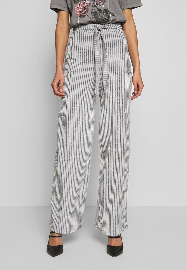 POCKET DETAIL BELTED HIGH WAISTED WIDE LEG TROUSERS  - Trousers - grey