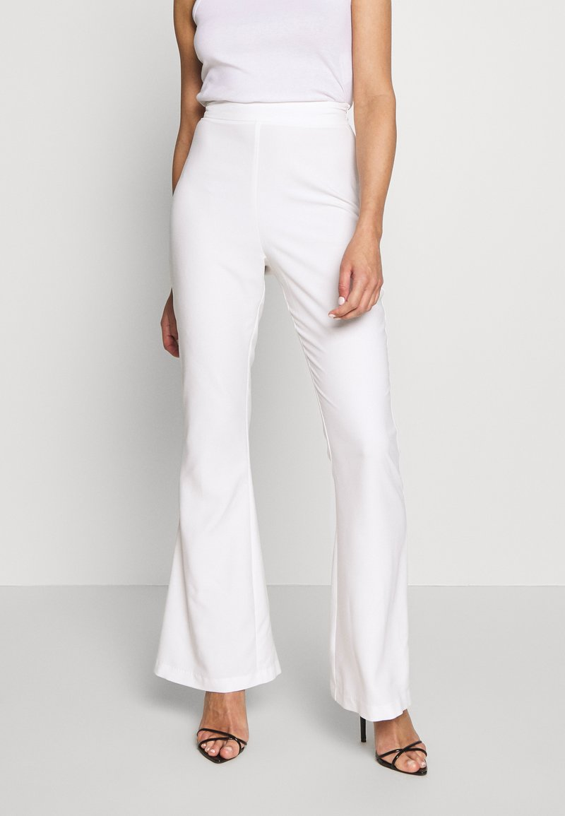 Missguided - FLARED SMART TROUSERS - Kalhoty - white