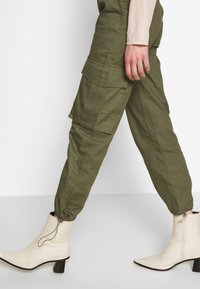 Missguided - DRAWCORD CUFF TROUSER - Bukse - khaki - 5