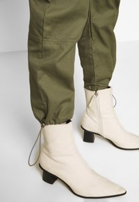 Missguided - DRAWCORD CUFF TROUSER - Bukse - khaki - 3