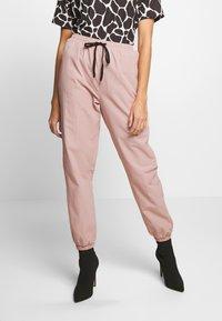 Missguided - PINK CONTRAST TIE - Pantalon de survêtement - pink - 0