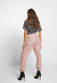 Missguided - PINK CONTRAST TIE - Pantalon de survêtement - pink - 2