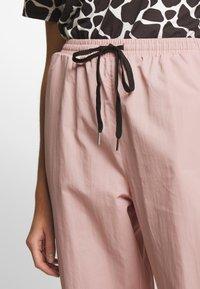 Missguided - PINK CONTRAST TIE - Pantalon de survêtement - pink - 4