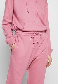 Missguided - OVERSIZED JOGGER - Pantaloni sportivi - pink - 4