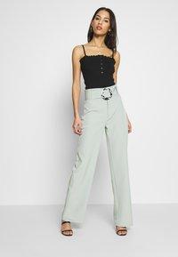 Missguided - BELT DETAIL STRAIGHT LEG TROUSERS - Pantalon classique - mint - 1