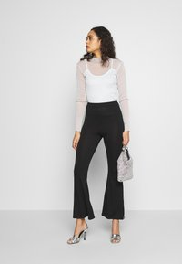 Missguided - CODE CREATE FLARE TROUSERS - Kalhoty - black - 2