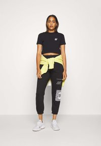 Missguided - GRAPHIC JOGGERS  - Tracksuit bottoms - black - 1