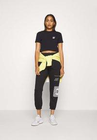 Missguided - GRAPHIC JOGGERS  - Teplákové kalhoty - black - 1