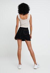 Missguided - CONTRAST STITCH SKIRT - Áčková sukně - black - 2