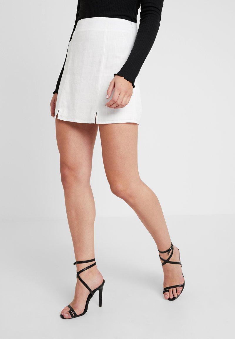 Missguided - SPLIT HEM SKIRT - Spódnica mini - stone