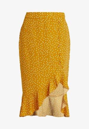 SPOT PRINT RUFFLE SLIT MIDI SKIRT - Pouzdrová sukně - mustard