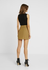 Missguided - CHECK BUTTON FRONT A LINE SKIRT - A-linjekjol - yellow - 2