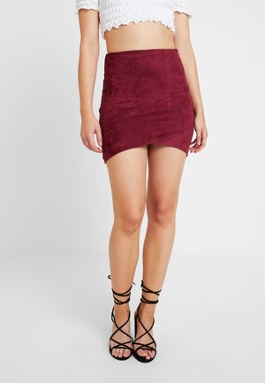 MINI SKIRT - Falda de cuero - burgundy