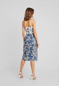 Missguided - PURPOSEFUL FLORAL TIE WAIST SIDE SLIT MIDI SKIRT - Wrap skirt - blue - 2