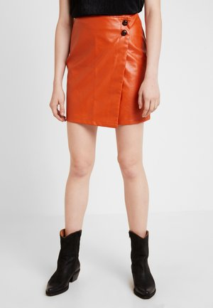 WRAP OVER BUTTON DETAIL MINI SKIRT - Jupe portefeuille - rust