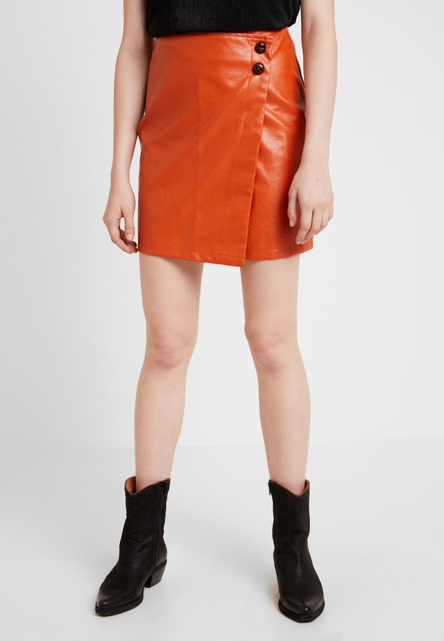 WRAP OVER BUTTON DETAIL MINI SKIRT - Wrap skirt - rust