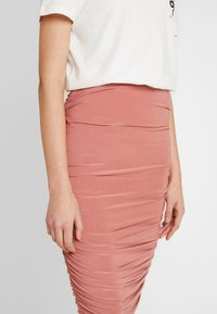 Missguided - SLINKY RUCHED SKIRT - Pencil skirt - blush - 4