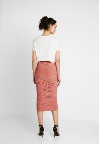 Missguided - SLINKY RUCHED SKIRT - Pouzdrová sukně - blush - 2
