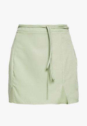 BELTED SLIT FRONT SKIRT - Minisukně - mint green