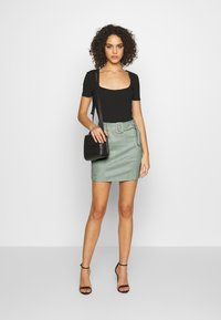 Missguided - SELF BELTED MINI SKIRT - Jupe crayon - mint - 1