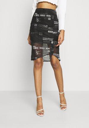 NEWSPAPER PRINT RUCHED MIDI SKIRT - Pencil skirt - black